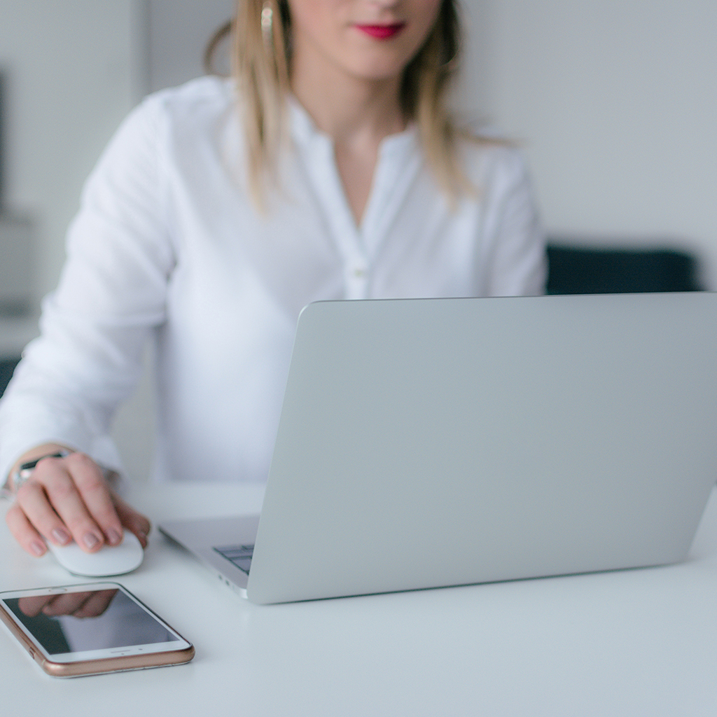 mystery shopper using silver laptop